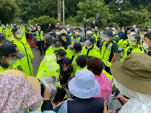 资料图片:警方驱散示威者开道。 韶成里综合状况室供图(图片严禁转载复制)