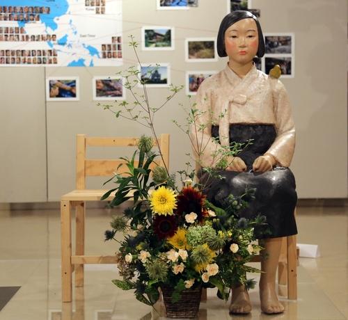韩国慰安妇和平少女像重新在日本展出