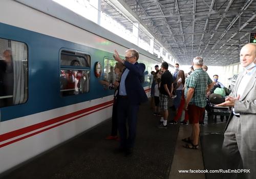 俄罗斯驻朝使馆证实一批旅朝俄公民回国