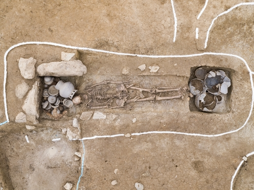韩国出土1500年前身高1米8人骨
