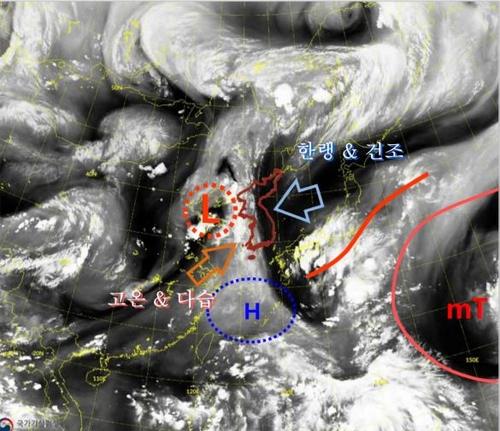 资料图片:韩国上空气压槽 韩国气象厅供图(图片严禁转载复制)