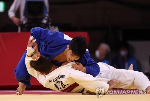 韩柔道选手安保罗获东京奥运男子66公斤级铜牌
