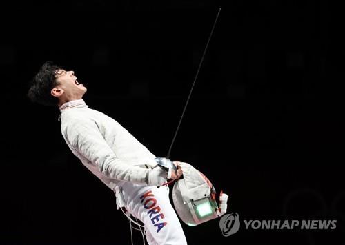 7月28日,在日本千叶幕张展览馆,具本佶欢呼胜利。 韩联社