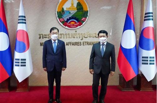 韩国和老挝外长举行会谈共商合作事宜