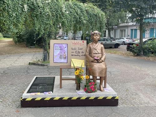 柏林和平少女像获准暂留一年