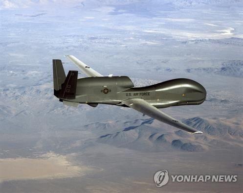 美军无人侦察机飞临韩半岛上空