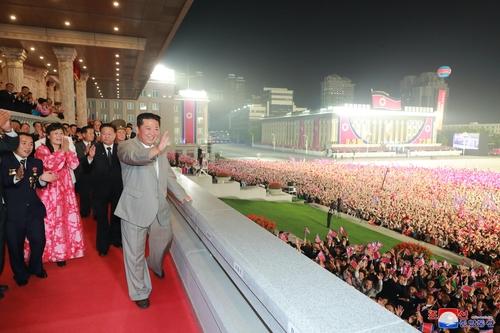 详讯:朝鲜举行民防阅兵 金正恩出席但未讲话