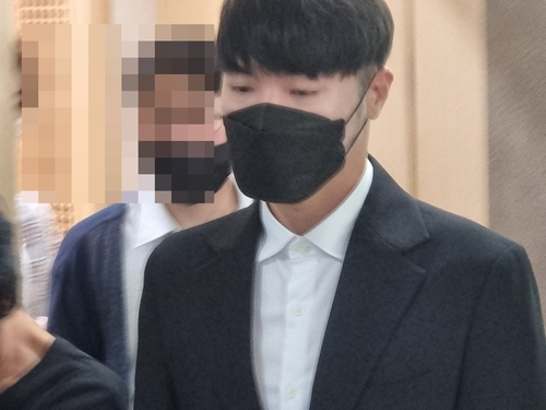 9月8日,在大邱地方法院,辉星出庭受审。 韩联社