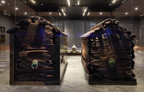 武宁王和王妃的木棺 国立公州博物馆供图(图片严禁转载复制)