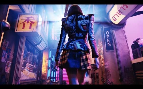 LISA个人出道曲《LALISA》MV截图 YG娱乐供图