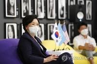 韩国第一夫人在美同韩裔文化界领袖座谈