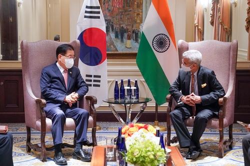 韩印外长在美举行会谈