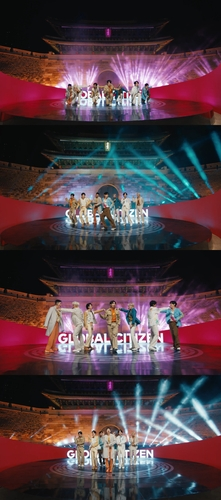 防弹少年团在崇礼门献上表演。 韩联社/BIGHIT MUSIC供图(图片严禁转载复制)