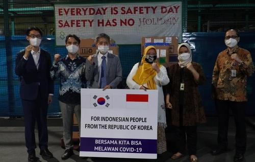 韩国国际合作机构向印尼捐赠17万份新冠试剂盒