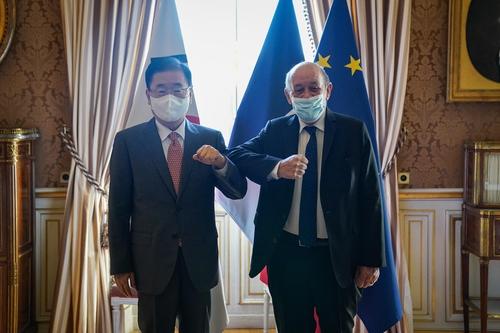 韩外长在巴黎分别会见法卢匈三国外长