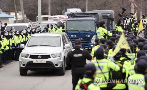 韩军民围绕萨德基地补给物资矛盾持续不断