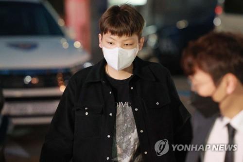 韩法院对拒酒测歌手张龙俊签发逮捕证