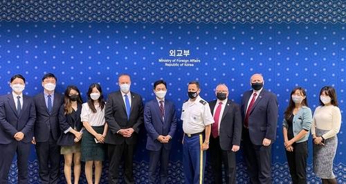 韩政府召开韩美军民关系小组会议
