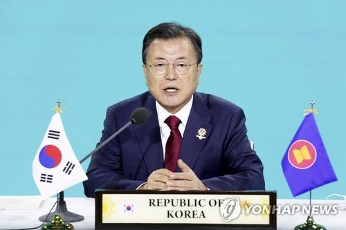 文在寅出席东盟与韩中日领导人会议