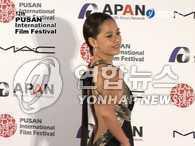 釜山电影节明星们的服饰尽展优雅与前卫