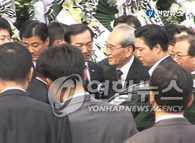 朝鲜吊唁团抵达首尔 向金大中灵堂献花