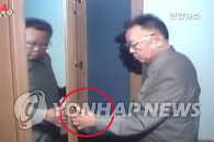 朝鲜电视播放金正日使用左手的报道