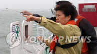 朴槿惠赴沉船事发海域视察救援工作
