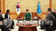 朴槿惠接受8国通讯社采访 就慰安妇问题再向日本施压