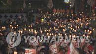 韩民众明捧烛集会要求朴槿惠下台