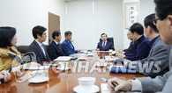韩民众集会要求总统下台 青瓦台称郑重听取民意