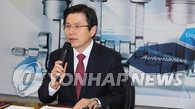 韩代总统对涉竞选总统提问笑而不答