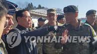 韩防长访问韩朝边境板门店共同警备区