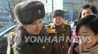 朝鲜艺术团先遣队由陆路抵韩
