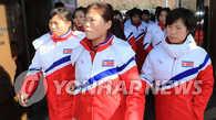 朝鲜女子冰球代表团和冬奥先遣队抵韩