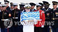 美运输机载美军遗骸从朝鲜飞抵韩国