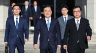 韩国特使团乘机启程赴朝