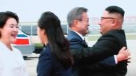 金正恩夫妇到机场欢迎文在寅伉俪