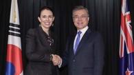 文在寅同新西兰总理阿德恩举行会谈