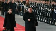 据朝中社8日报道,朝鲜国务委员会委员长金正恩(右)和夫人李雪主于7-10日访问中国。图片仅限韩国国内使用,严禁转载复制。(韩联社/朝中社)