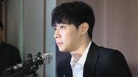 4月10日下午,韩国歌手兼演员朴有天在位于首尔中区的媒体中心召开记者会。(韩联社)