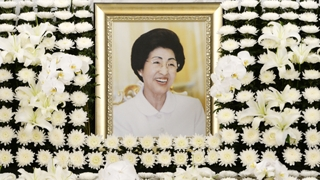 金正恩就李姬镐逝世向韩致唁电送花圈