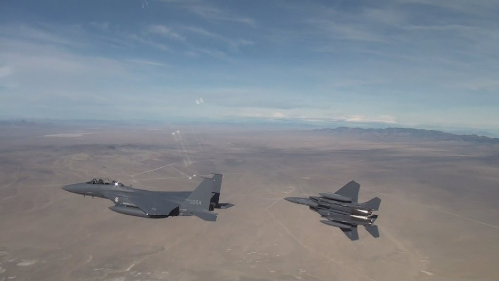 韩军发现一架俄军机侵犯领空开火示警