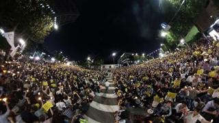 韩国市民举行烛光集会敦促司法改革