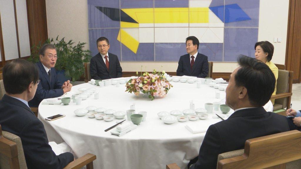 文在寅邀朝野五党党首共进晚餐谈国事