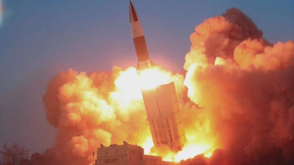 朝鲜发射2枚疑似近程弹道导弹的飞行器