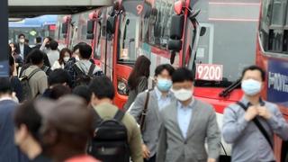 韩国今起不戴口罩不准乘坐公共交通工具
