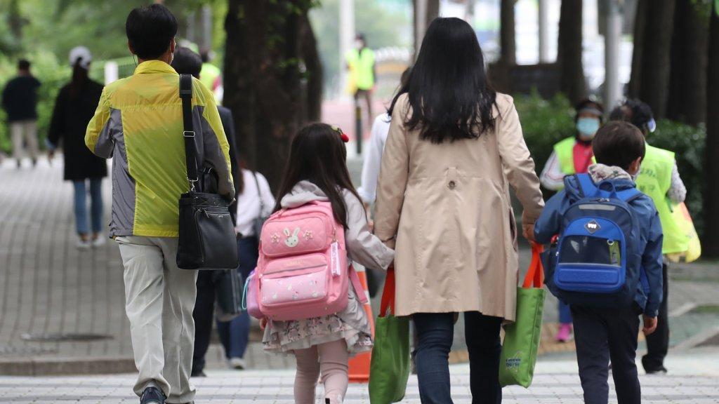韩国中小学生告别最长寒假全部复课