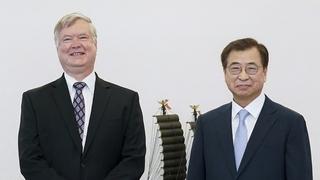 韩国国安首长徐薰会见美国副国务卿比根