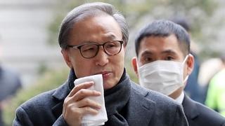 韩前总统李明博贪污受贿案终审获刑17年