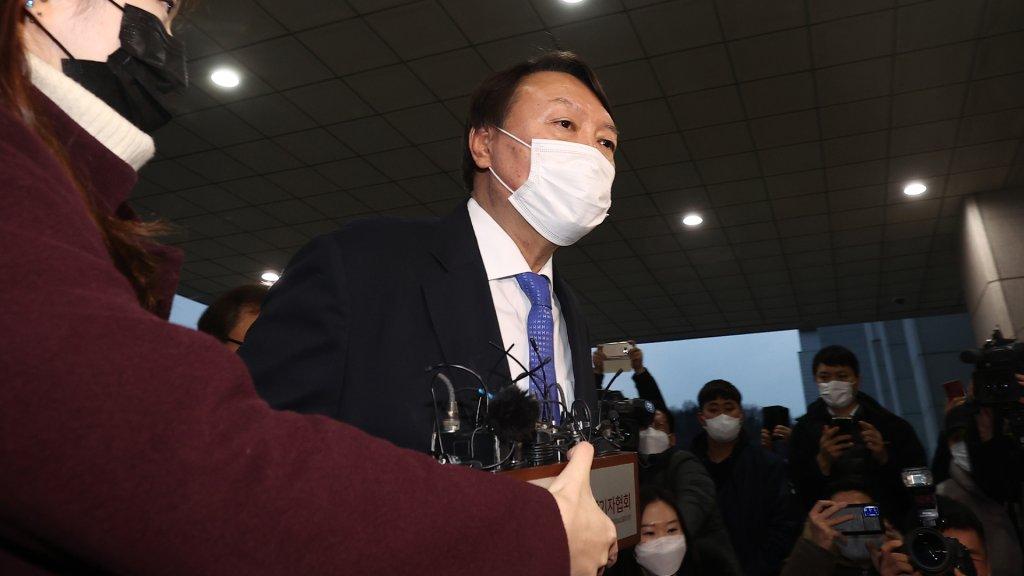 韩法务部惩戒委决定将检察总长停职两个月
